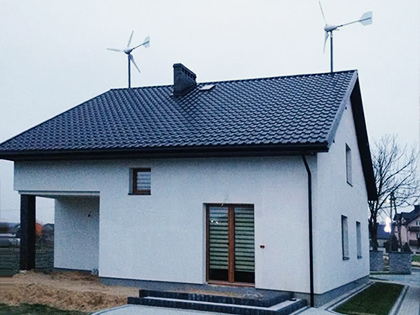 Dom jednorodzinny korzystający z odnawialnych źródeł energii